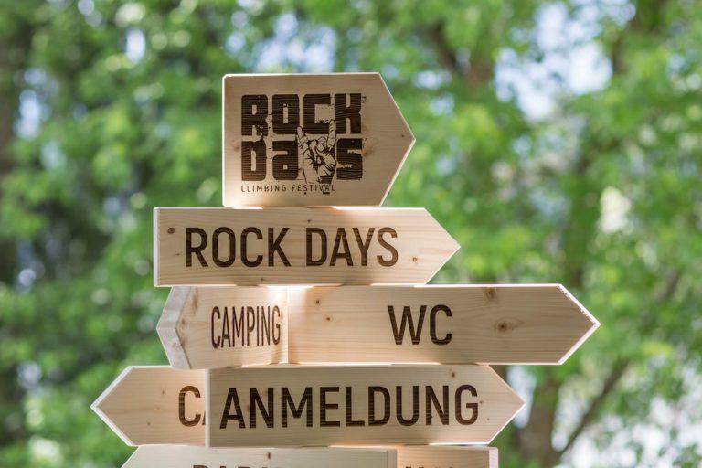Holz Wegweiser Rock Days climbing Festival