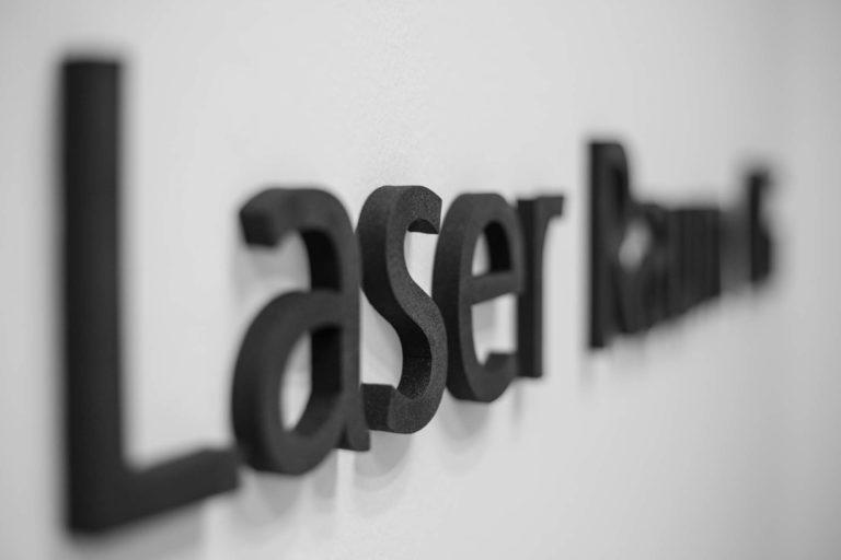 Laser Raum Schaumstoff Schriftzug