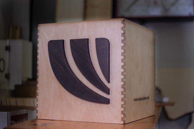 Präsentationswürfel aus Holz Steinplatte.tirol
